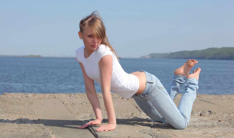 девушка, девушки, джинсы, взгляд, картинку, джинсах, пирс, блондинка, попка, правой, просмотров, стройная, симпатичная, позирует, добавил, от, кнопкой, выберите, чтобы, изображение, shirt,