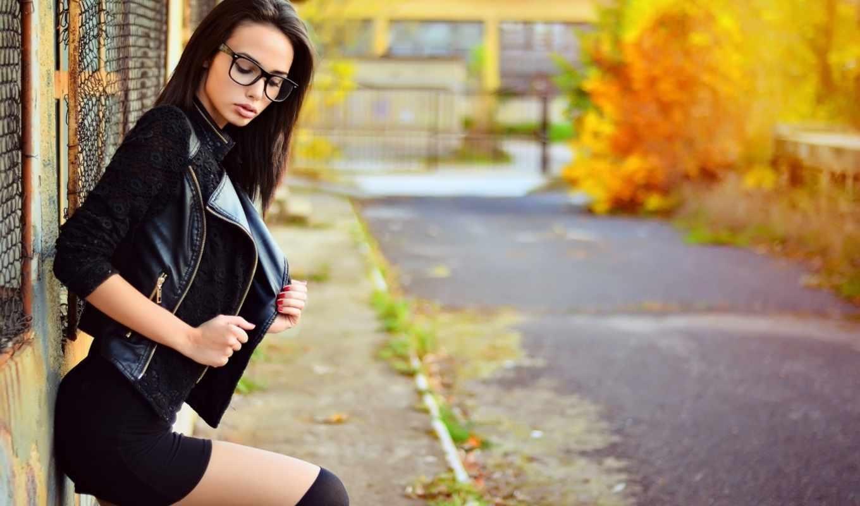 очки, модель, brunette, метки, devushki, девушка, осень, дорога, кофта,