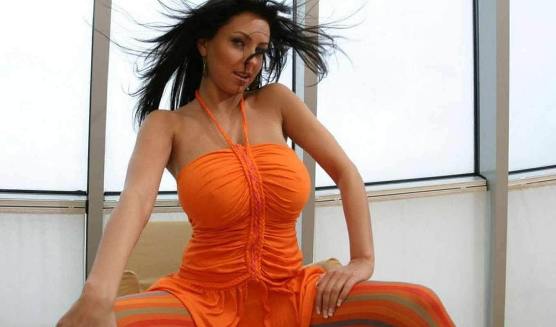 брюнетка, платье, открытыми, оранжевой, белье, ярко, плечами, майке, оранжевом, ярких, девушки,