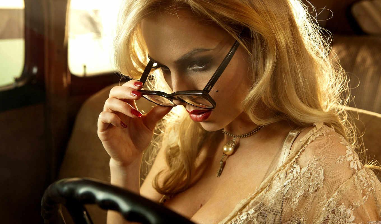 Смотреть онлайн блондиночка в очках 4 фотография