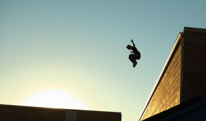 крыши, парень, паркур, город, спорт, небо, солнце, parkour,
