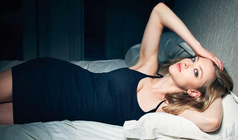 seyfried, аманда, платье, девушка, сейфрид, актриса, celebrity, кровать, black, blonde