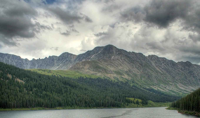 природа, небо, лес, горы, серое небо, река,