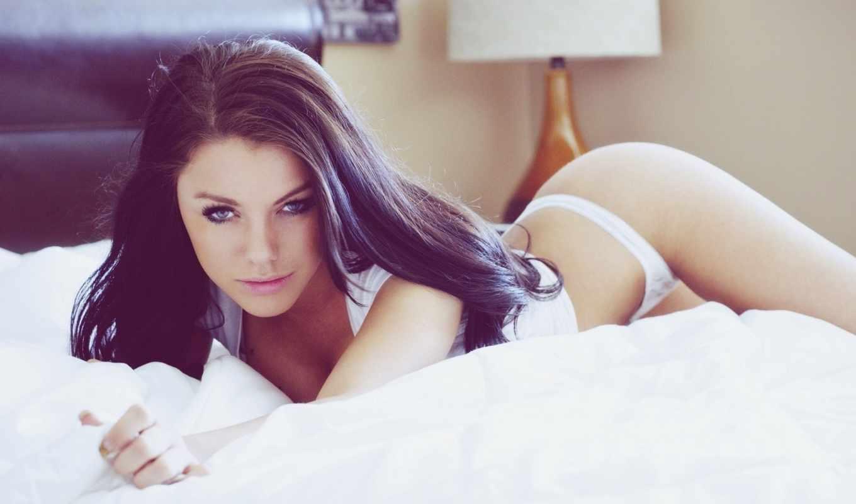 девушка, брюнетка, взгляд, девушки, модель, кровать,