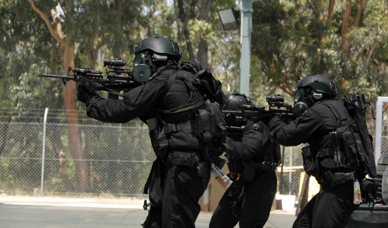 солдаты, автомат, ar-15, экипировка, противогаз, оптика, штурм, каска