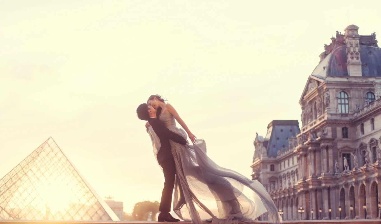 пара, двое, париж, влюбленные, любовь, влюбленная, поцелуй, лувра, возле, мужчина, широкоформатные,