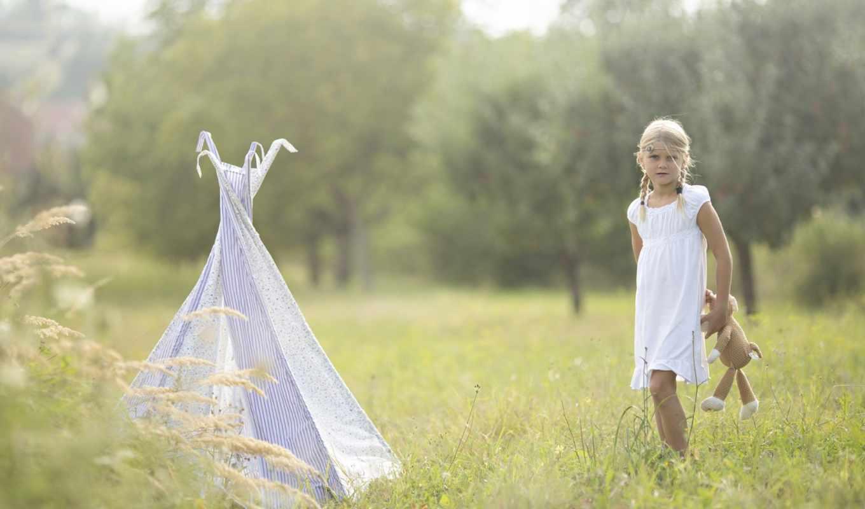 девочка, опушка, лес, трава, игрушка, обруч