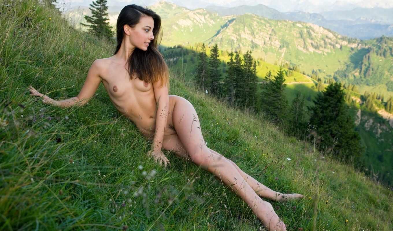 ,голая, девушка, горы, маленькая грудь, секси, эротика, ножки,