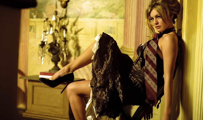 стул, галстук, прическа, платье, туфли, ноги,