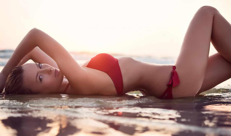 ,море,девушка, купальник,вода,красный купальник,