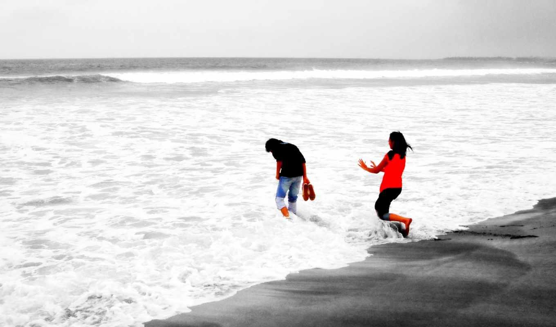 он и она, море, прибой, пляж