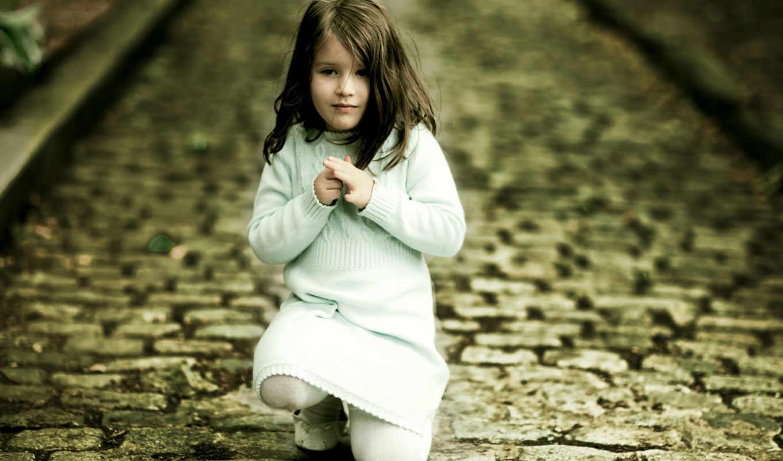 девочка, дорога, камни, задумчивость