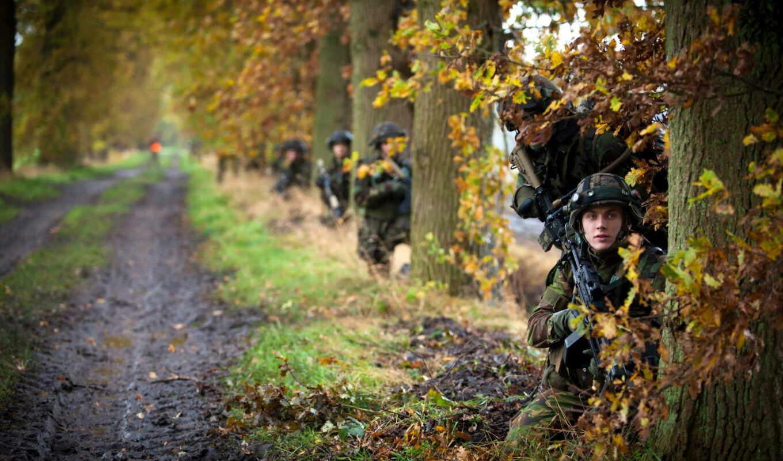 военные, лес, деревя, автоматы, танк, противогазы, каски, танки,
