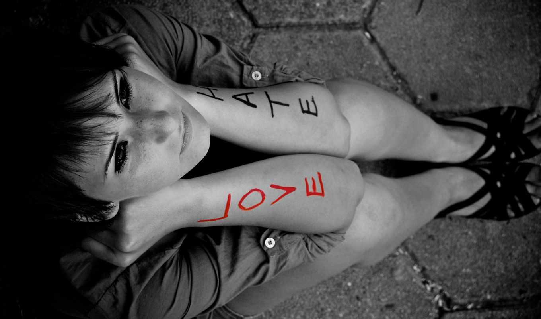 emo, love, hate, девушка, надписями, сидит, гарусная,