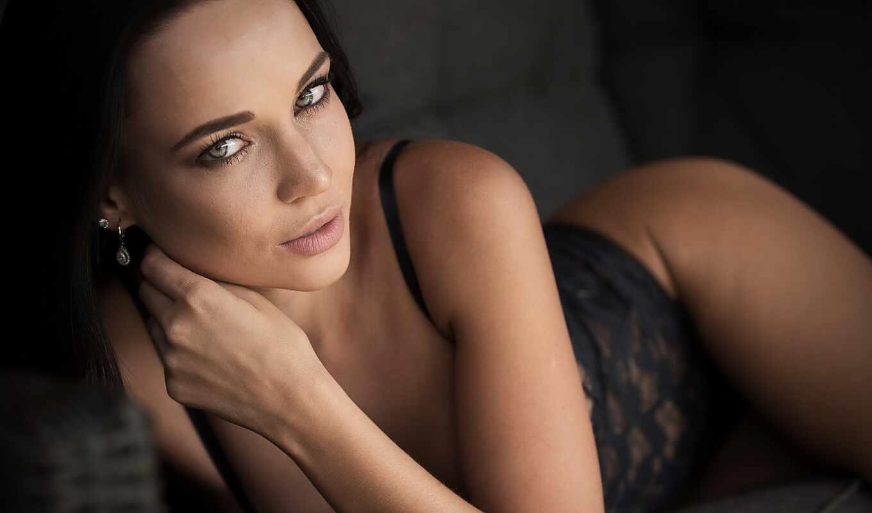 ,, красота, модель, черные волосы, губа, черное белье, нога,