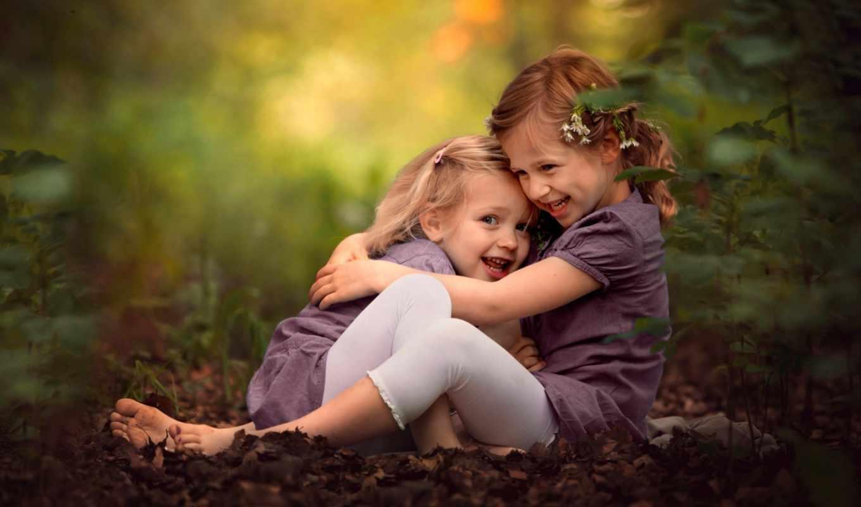 девочка, дети, радость, игра, лес, листья, трава, фиолетовый