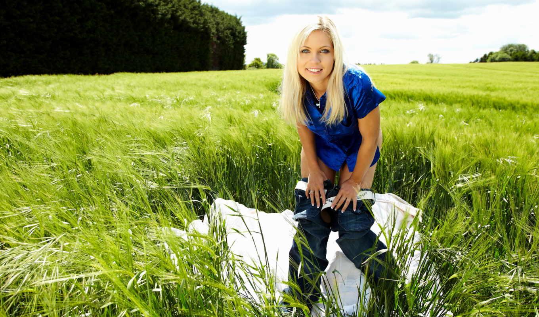 природа, девушка, трава, улыбка, поляна, зелёная, взгляд, девушки,