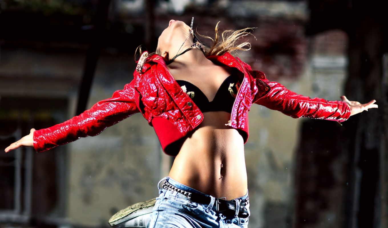 девушка, девушки, красивая, праздник, танец, пирсинг, джинсы, одежда, куртка, прыжок, картинка, new, electric, drum,