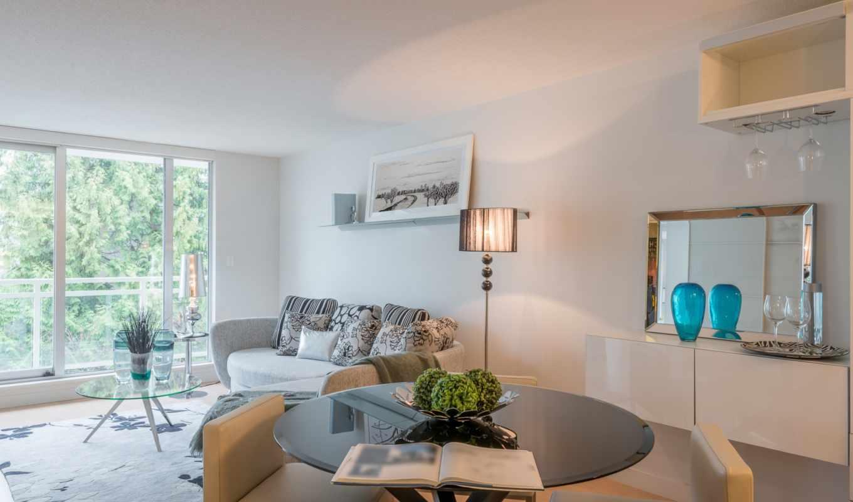 ,окно, светлая комната, интерьер, диван, стол,