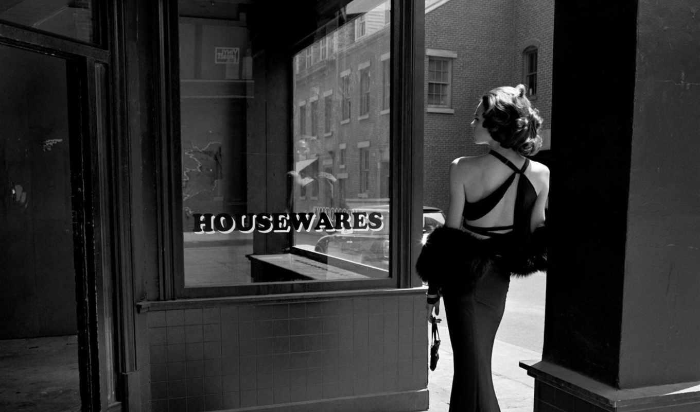 спина, девушка, платье, чёрно, улица, дверь, белое, день, магазин, пустой, витрина,