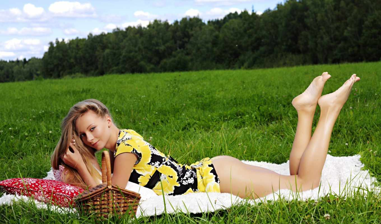 devushki, девушка, траве, голые, трава, поляна, лугу, поле, зеленой,