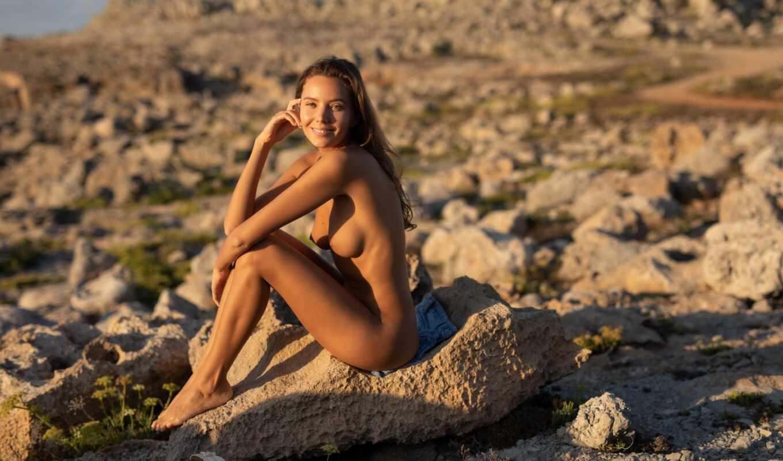 девушка, сидит, камень, голая