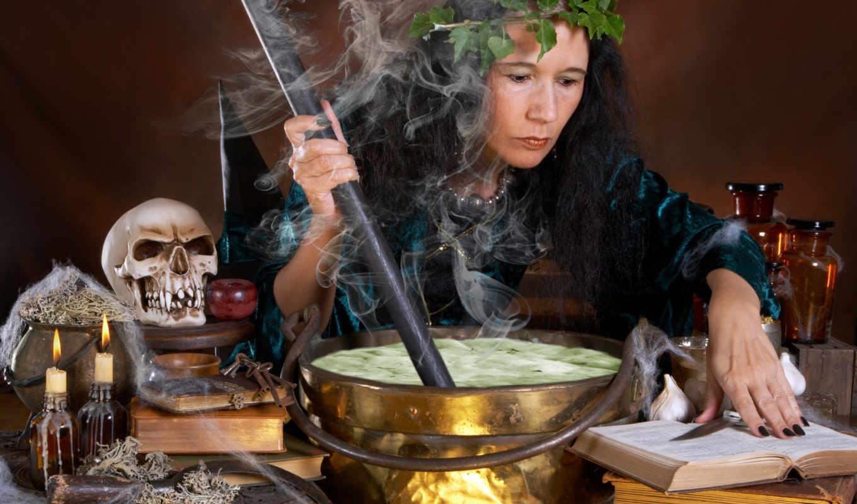 сосредоточенность, венок, ведьма, чан, череп, бутыльки, варево, дым, свечи, книжки, ведро, вертикали, горизонтали, имеет, картинка,