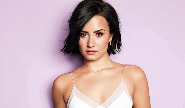demi, lovato, cabello, cosmopolitan, corto, con, her, cover,