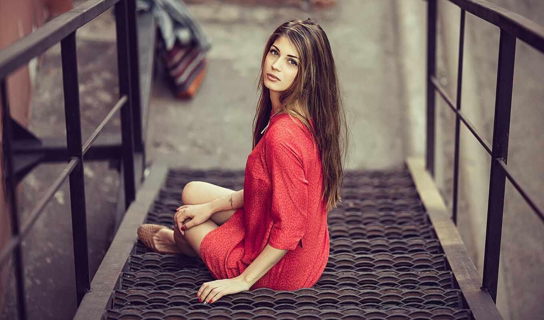 девушка, лестница, красное, house, платье, sit, step, город, москва, поза, металл
