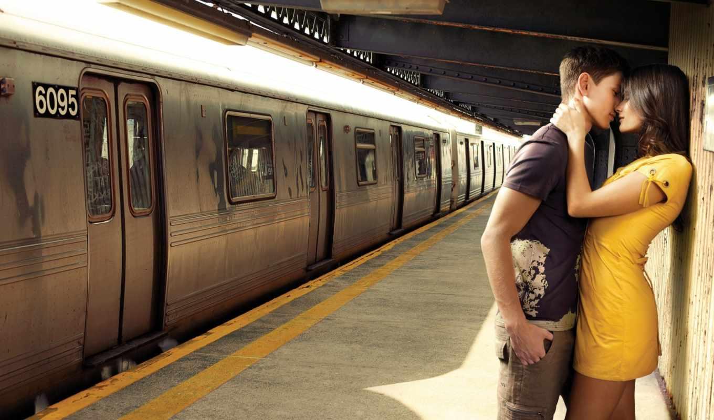 он и она, остановка, метро