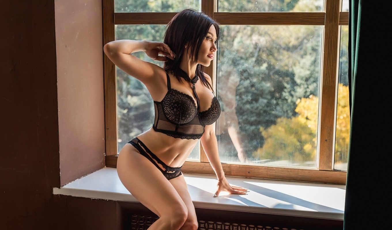 ,, женское белье, предмет нижнего белья, одежда, бюстгальтер, красота,  нога, бикини, черные волосы, бедро,  сидящий, черный, окно,
