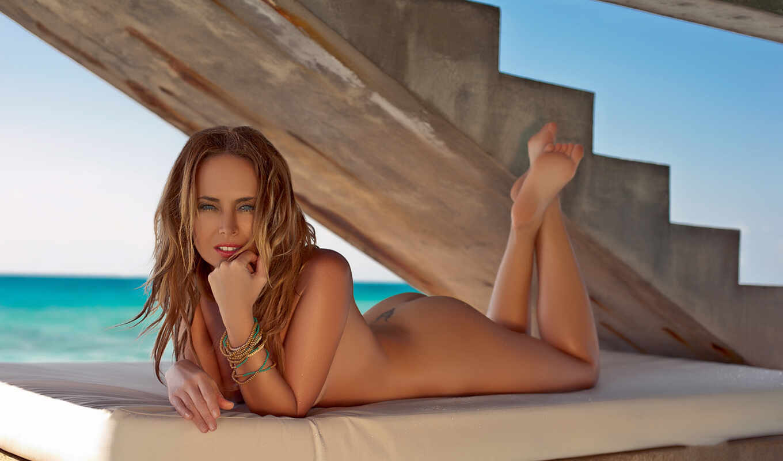Смотреть голые знаменитости онлайн 18 фотография