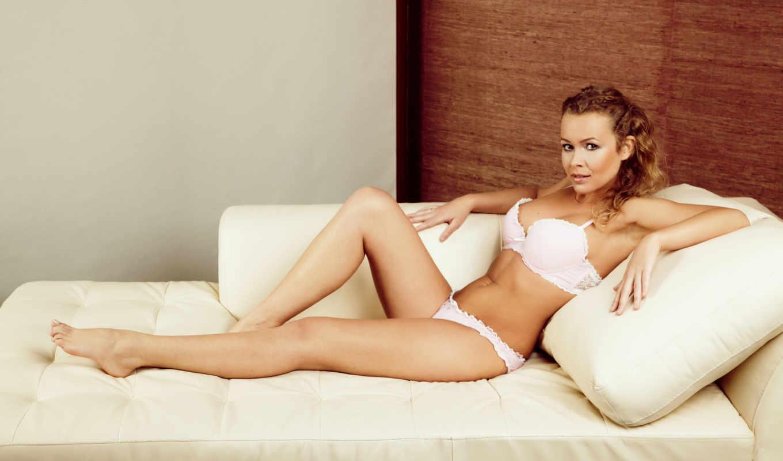 девушка, диван, devushki, подушки, красавица, белье, лежит, нижнее, красивые,