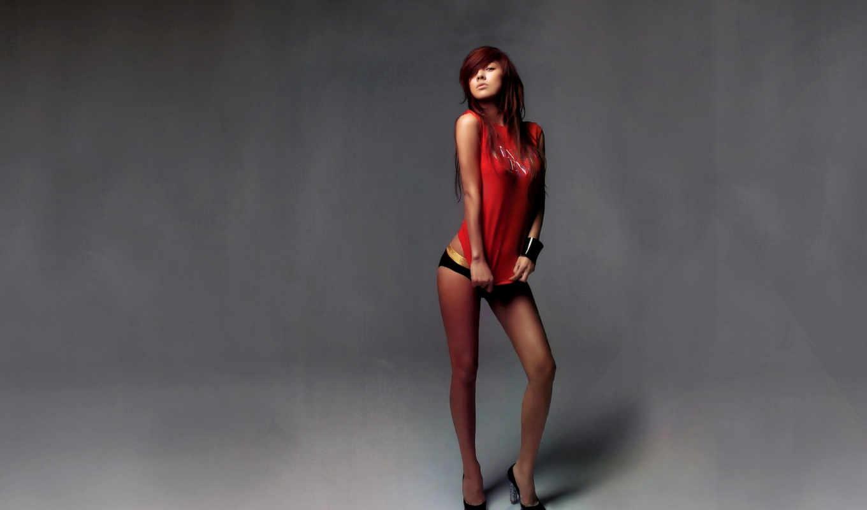 девушка, красный, фоне, сером,