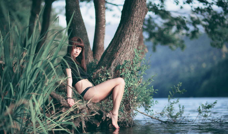 Красивая Девушка Мастурбирует На Природе