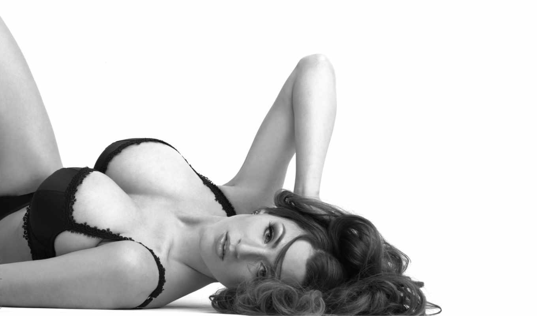 , черно белые, эротика, девушка, большая грудь, красивое белье,