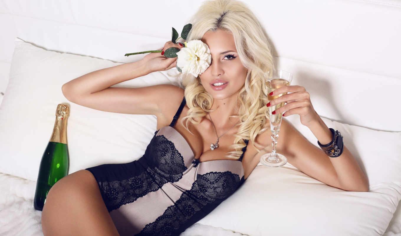 блондинка, девушка, боди, шампанское, белье,