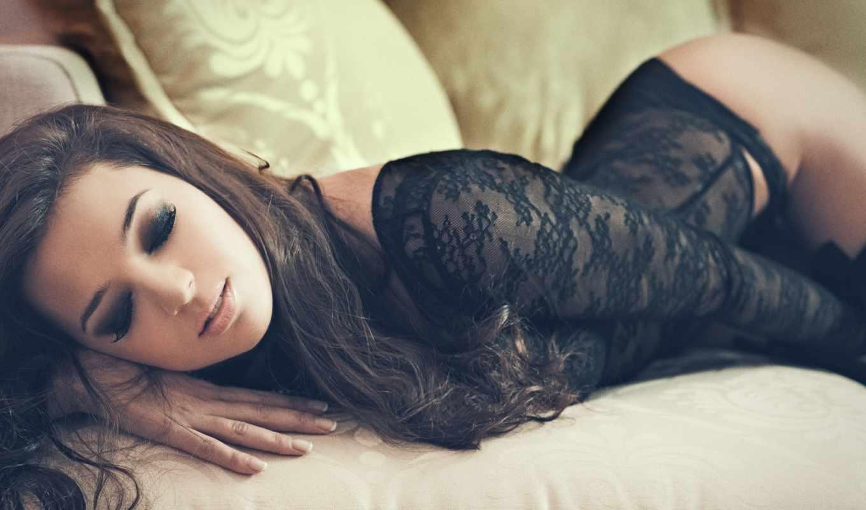 девушка, белье, черное белье, лежит, попка,брюнетка,