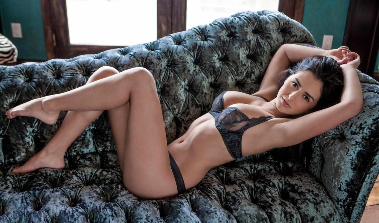 девушка, диван, белье,секси,грудь,ножки,