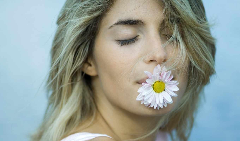 Фото с цветком во рту что означает это