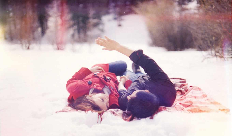он и она, снег, деревья, лес