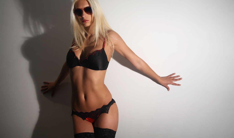 девушка, блондинка, очки, стена, бюстгалтер,