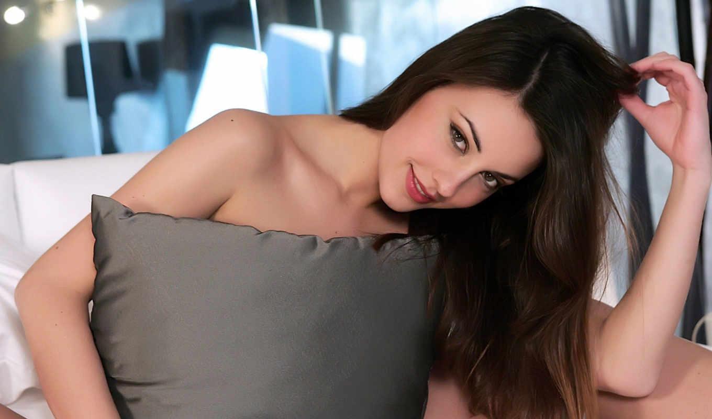lorena, постель, подушка, модель, секси, девушки, улыбка, взгляд, добавил, обложки, garcia, dvd, airena, картинку, девушек, girls,