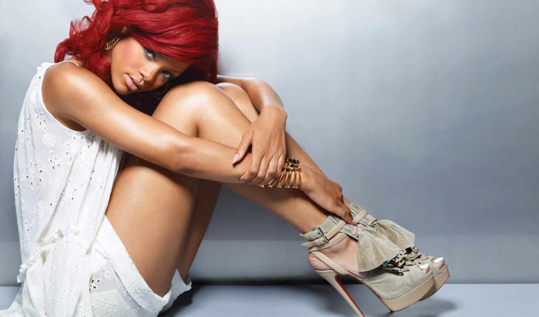 рианна, красными, волосами, ноги, девушка, загар, шорты, сидит