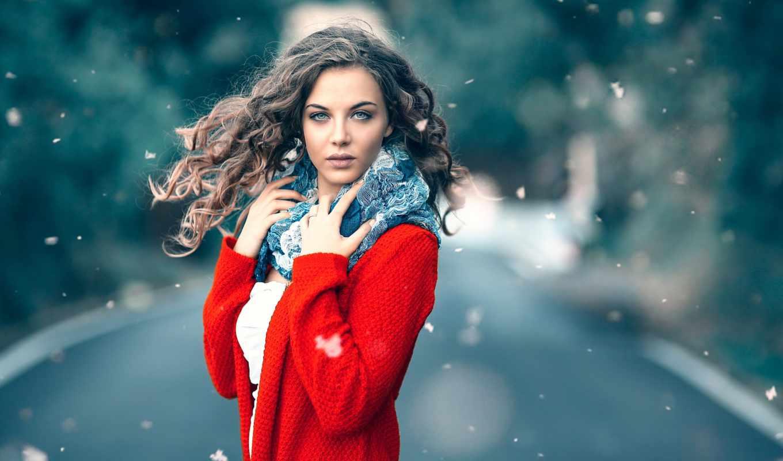 девушка, красном, шубка, стоит, дороге, шарфе, под, макияж, платье,