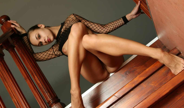 ,, human hair color, ножки, человеческая нога, черные волосы, девушка, длинные волосы, бедро, модель, эротика,  нагота, женщина, human sexual activity