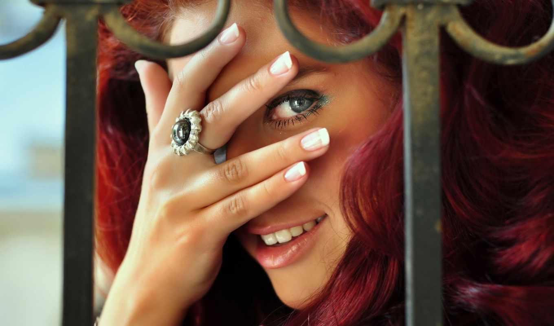 девушка, рыжая, улыбка, взгляд, милая, глаза, играет, гляделки,