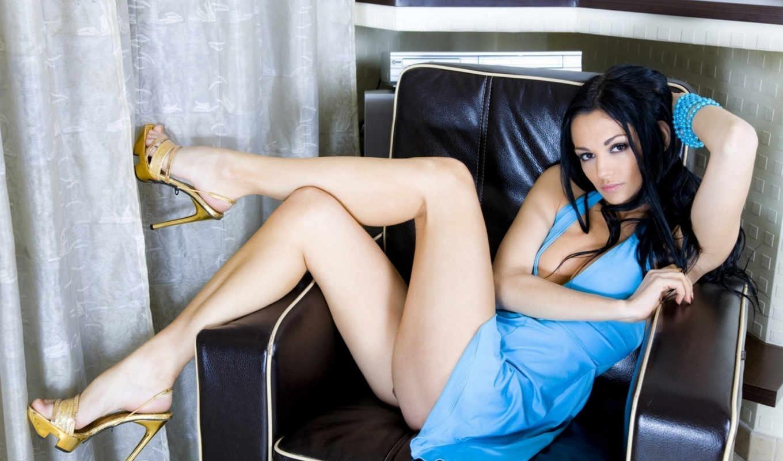 платье, ножки, голубое, брюнетка, взгляд, ноги, кресло, девушка,