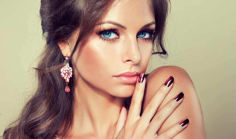 девушка, макияж, улыбка, смотреть, маникюр, голубые, свет, серьги,