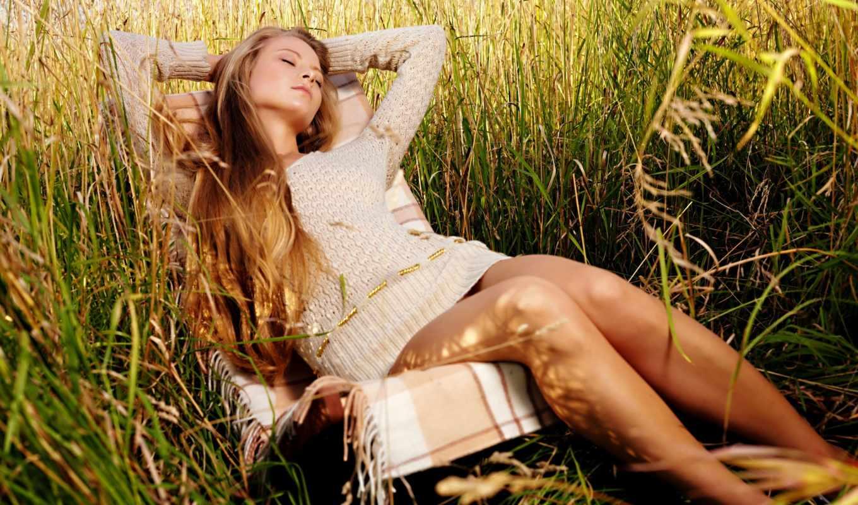 отдыхает, женщина, кресло, девушка, трава,